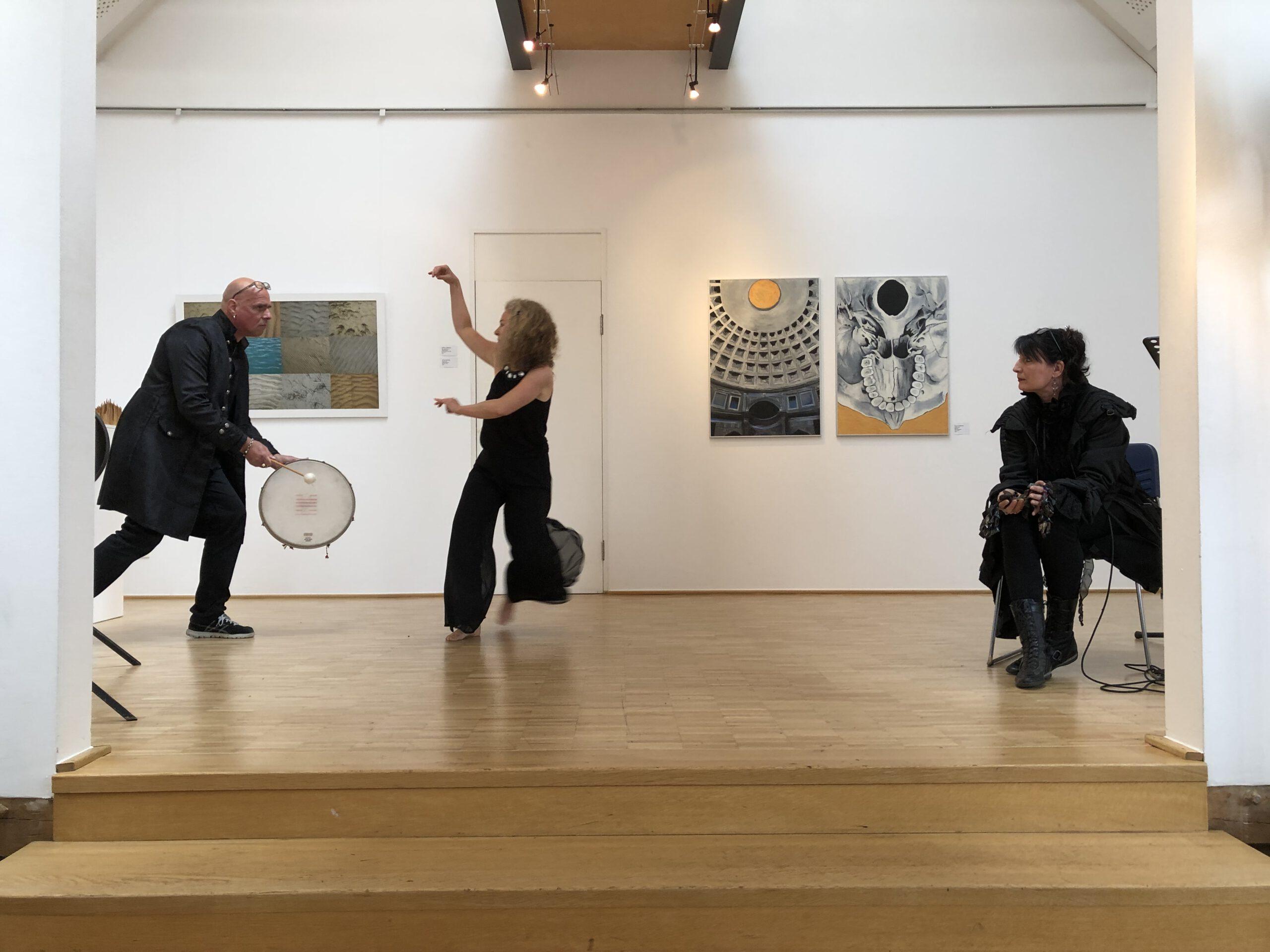 Christiane Budden (Tanz), Stefan Albus, Manuele Klein und Manuele Klein (Komposition, Percussion) treten immer wieder Themen bezogen zu den Kunstprojekten auf. Auch Petra Vetter mit Tanz und Literatur, Petra-Christine Schiefer mit Literatur und Performance.
